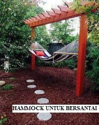 Hammock di Taman Belakang Rumah yang Minimalis